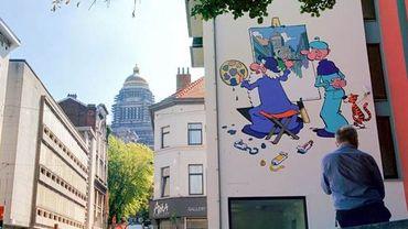 Lorsqu'il ne peint pas de femme au sourire énigmatique, Léonard peint bien volontiers le Palais de Justice de Bruxelles.