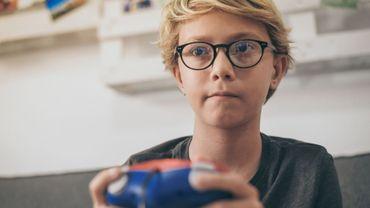 Près de 9 parents sur 10 estiment que leurs adolescents passent trop de temps devant les jeux vidéo.