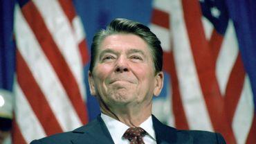 L'ancien président des Etats-Unis, Ronald Reagan, avait publiquement annoncé sa maladie à la télévision en 1994.