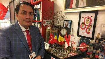 Emin Özkara, dans son bureau du groupe PS.