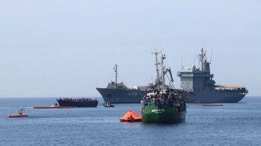 Sauvetage de 1500 migrants en mer en un jour par les gardes-côtes italiens