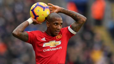 Ashley Young prolonge d'un an à Manchester United