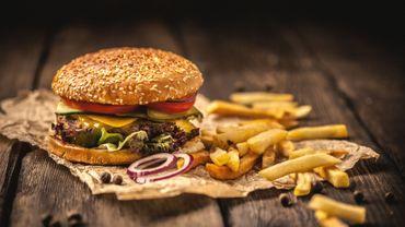 (Le nouveau sandwich au menu de Burger King se compose de protéines de soja et de pomme de terre, d'huiles de coco et de tournesol, et de hème, une molécule riche en fer donnant une couleur rouge similaire à celle de la viande.
