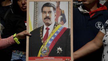 Un portrait de Nicolas Maduro présenté par ses supporters