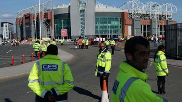 Le stade d'Old Trafford évacué après la découverte d'un colis suspect, le 15 mai 2016.