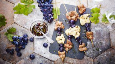 Brochettes d'aiguillettes de canard et de poulet au raisin Muscat