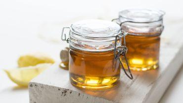 Un homme ramène du miel jamaïcain aux Etats-Unis, il est incarcéré durant 82 jours