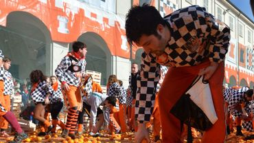 400 tonnes d'oranges lancées au 4 coins de la ville d'Ivrée lors du carnaval