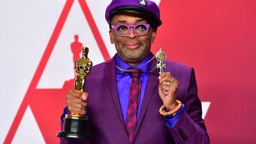 Le réalisateur américain Spike Lee a reçu dimanche son premier Oscar en compétition, dans la catégorie de la meilleure adaptation.