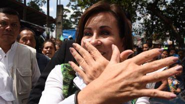 Sandra Torres, ancienne Première dame soutenue par l'Union nationale de l'espoir (UNE, social-démocrate), est candidate à la présidence face à Jimmy Morales.