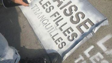 """""""Laisse les filles tranquilles"""" le slogan anti-harcèlement de rue à Bruxelles"""