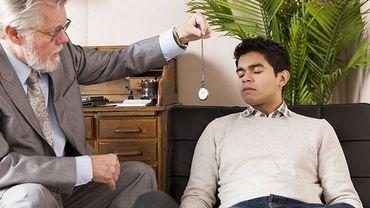 Le groupe de patients douloureux chroniques ayant suivi les séances d'hypnose rapportait une baisse de la douleur de 29%.