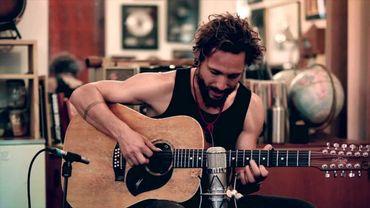 Apprenez à jouer de la guitare comme John Butler Trio!