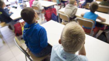 Tous les jeunes Belges ont la chance d'aller à l'école et tous les Belges qui sont en mesure de payer l'impôt financent les écoles. Logique et équitable, non?