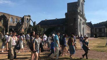 Une cinquantaine de touristes chinois sont venus visiter le site de l'Abbaye d'Aulne ce weekend.