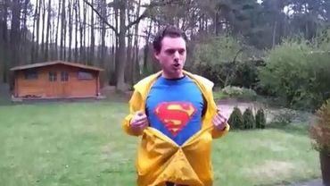 Jeroen Vande Water, candidat à Kasterlee, joue les superhéros
