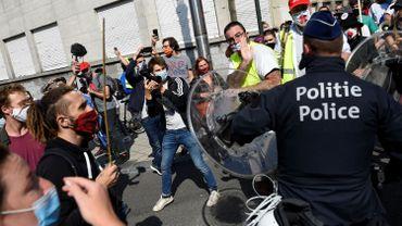 Des violences policières en marge de la manifestation pour les soins de santé ?