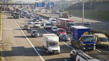 Les embouteillages augmentent chaque année sur les autoroutes et les routes secondaires belges, même en dehors des heures de pointe.