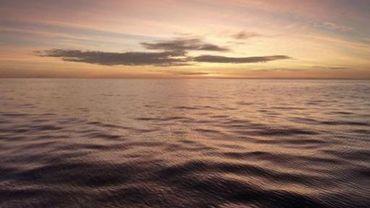 Lever de soleil dans l'archipel indonésien de Kakatobi