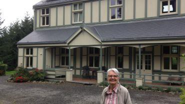 Le gîte familial de Martine Carbonnelle dispose d'un grand jardin et d'une grande terrasse.
