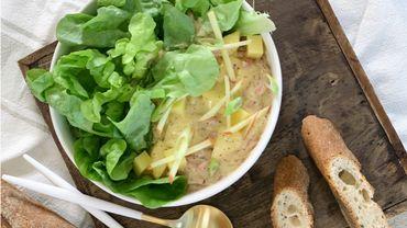 Salade aux lardons, pommes, Emmental et moutarde à l'ancienne