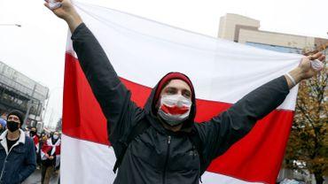 Biélorussie: la menace de tirs à balles réelles n'arrête pas les milliers de manifestants