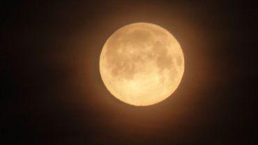 Jolie lune dans la nuit à Bomal sur Ourthe (province de Luxembourg)