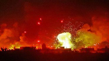 Bombardement de la coalition internationale emmenée par les Etats-Unis sur le dernier réduit à Baghouz (Syrie) du groupe Etat islamique, le 11 mars 2019