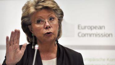 Viviane Reding, la commissaire européenne aux droits fondamentaux, est favorable à de nouveaux instruments pour sanctionner tout viol des principes démocratiques au sein de l'UE