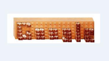 La page d'accueil du moteur de recherche Google mettait en lumière les célèbres tiroirs du répertoire bibliographique des pères du Mundaneum