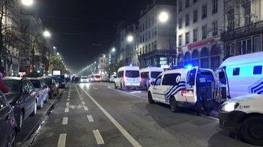 La police aurait-elle dû intervenir plus vite samedi soir près de la Bourse ? Certains se posent en tout cas des questions au lendemain des émeutes...
