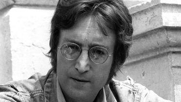 Des lunettes de soleil rondes de John Lennon et une contravention adressée à Ringo Starr, conservées par un ex chauffeur des Beatles, seront mises aux enchères la semaine prochaine sur le site internet de Sotheby's.