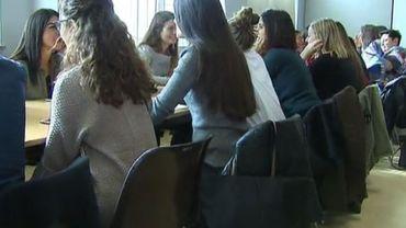 Le projet Tandem: un speed-datin en français et en néerlandais pour les instituteurs
