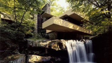 Vue extérieure de la Maison sur la cascade