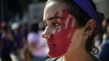 Une femme manifeste contre les violences faites à ses congénères, le 2 février 2019 à Mexico