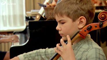 L'enfant peut commencer à apprendre le violoncelle entre 5 et 7 ans