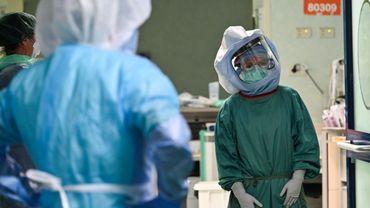 En Italie, parmi les 18.000 morts, une centaine de médecins ont été tués par le coronavirus