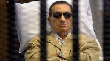 Une photo de l'ancien président égyptien, datant du 2 juin 2012, lors de son procès au Caire