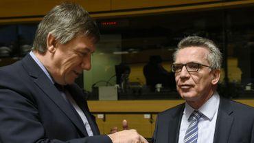 Les ministres de l'Intérieur belge Jan Jambon et allemand Thomas de Maizière.