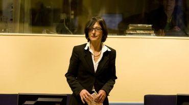 L'ancienne porte-parole du procureur du Tribunal pénal international pour l'ex-Yougoslavie (TPIY), la Française Florence Hartmann, le 27 octobre 2008 devant la  Cour internationale de Justice à la Haye