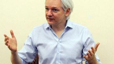 Julian Assange, le fondateur de WikiLeaks, le 14 juin 2013 à l'ambassade d'Equateur à Londres
