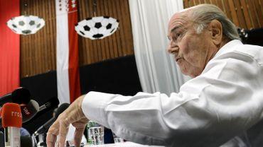 Sepp Blatter sait qu'il ne pourra plus présider la FIFA. Il est prêt à emmener Platini dans sa chute.
