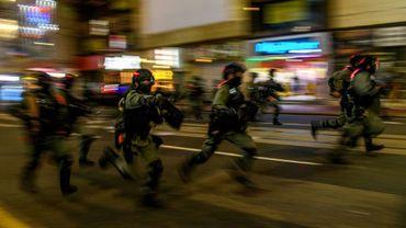 Charge de policiers lors de la manifestation d'opposants à la loi sur la sécurité nationale à Hong Kong, le 1er juillet 2020