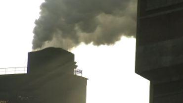 A Seraing, les habitants se plaignent des importantes fumées que dégage l'usine ESB.