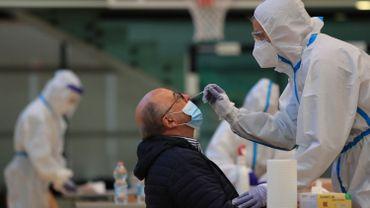 """Coronavirus en Belgique: reprise dès lundi des tests pour les asymptomatiques mais considérés comme """"à haut risque"""""""