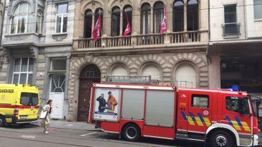 Le siège du parti DéFI évacué suite à des dégagements de solvant du magasin voisin