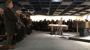 visites et cérémonies se feront désormais en cercle restreint pour les funérailles