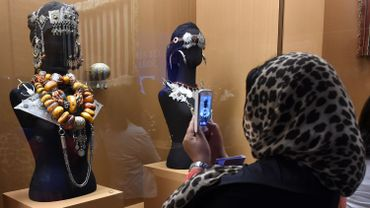 Colliers de mariage en corail, vêtements d'apparat et bijoux berbères sont exposés depuis vendredi à la Bibliothèque nationale de Rabat