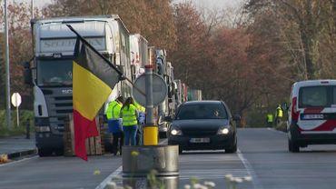 Les routiers dénoncent les tensions avec les gilets jaunes et les risques qu'ils prennnent