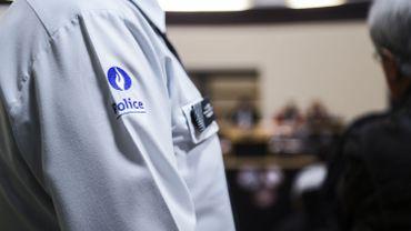 Le policier couvinois ayant arboré un écusson d'extrême droite sera sanctionné